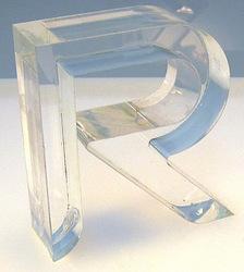 【レーザー加工のベルテックレーザ株式会社】「透明アクリルのレーザー切断面・R字」です。