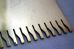 【レーザー加工のベルテックレーザ株式会社】「真鍮」ノコギリの拡大図です。